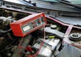 Jak naładować akumulator samochodowy 6