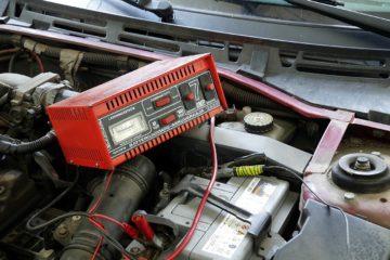 Jak naładować akumulator samochodowy 1