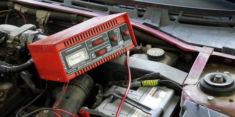 Jak naładować akumulator samochodowy 20