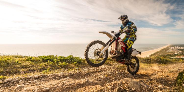 Jak zadbać o swoje bezpieczeństwo na motocyklu typu cross? 15